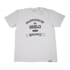 Camiseta Propriedade de Sigilo Branca com a estampa em Preto